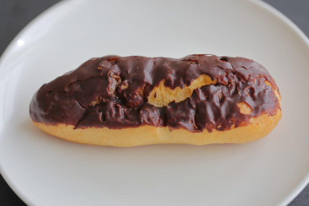 糖質50%カットのチョコクリームエクレア