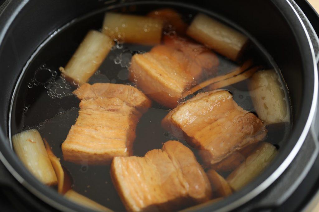 アイリスオーヤマの電気圧力鍋【KPC-MA2】レシピ「豚の角煮」出来上がり