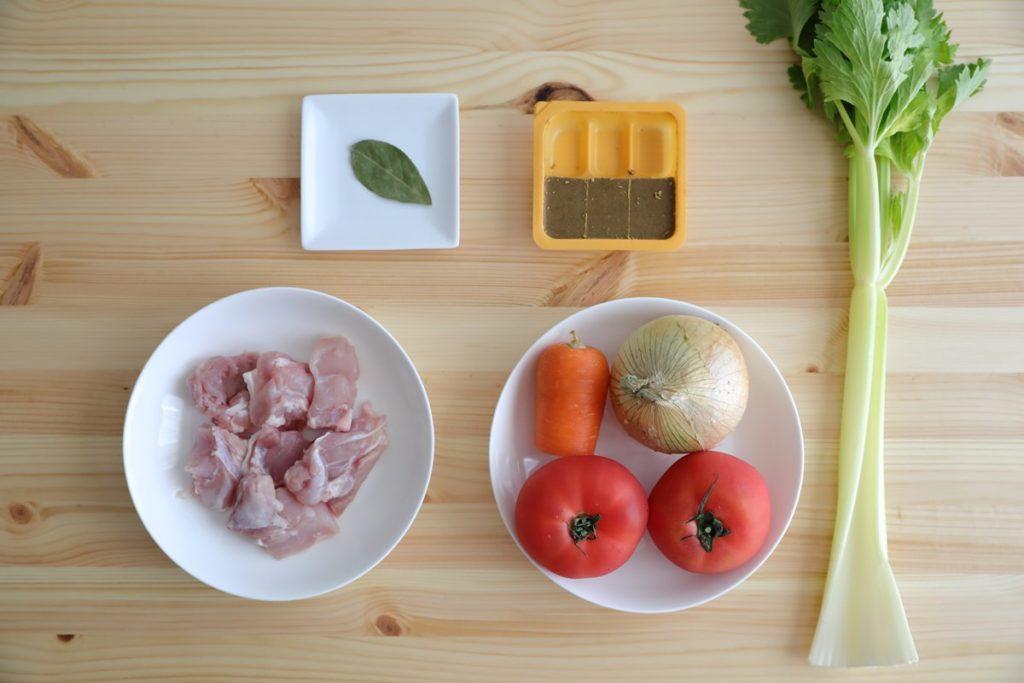 アイリスオーヤマの電気圧力鍋【KPC-MA2】レシピ「無水カレー」材料