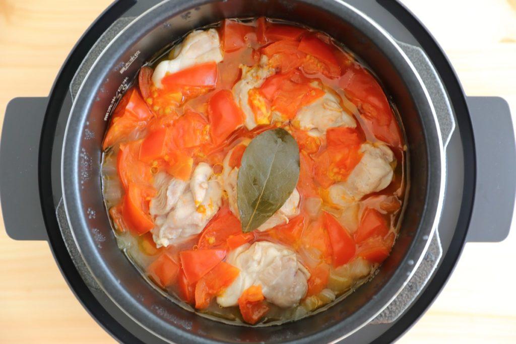 アイリスオーヤマの電気圧力鍋【KPC-MA2】レシピ「無水カレー」出来上がり