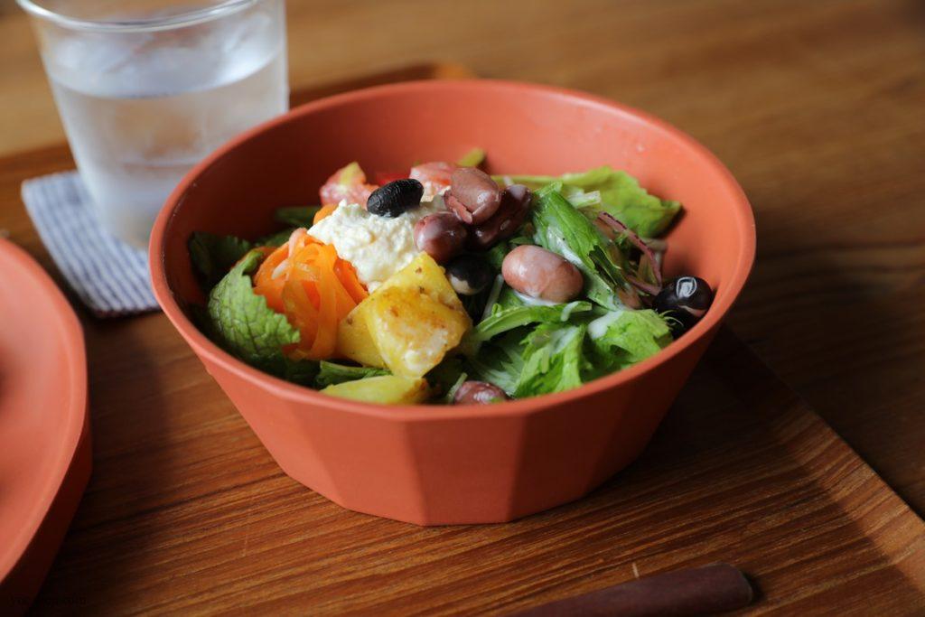 尾道向島立花食堂の8月のランチ写真 サラダ