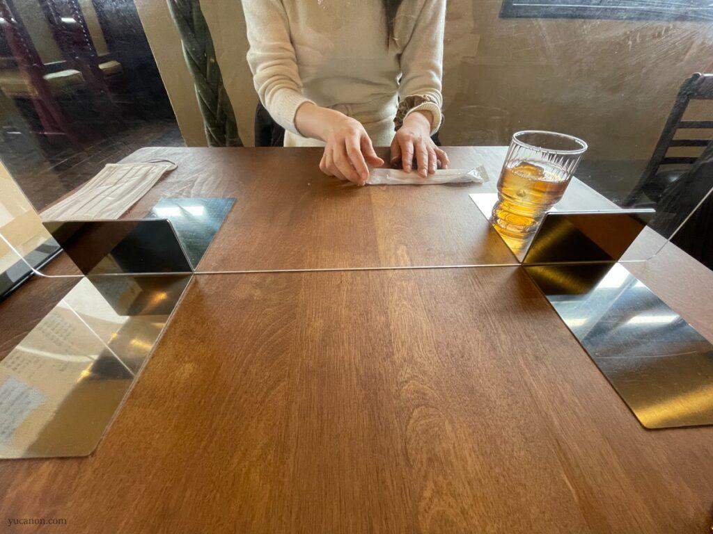 因島「六大陸」テーブルパテーション