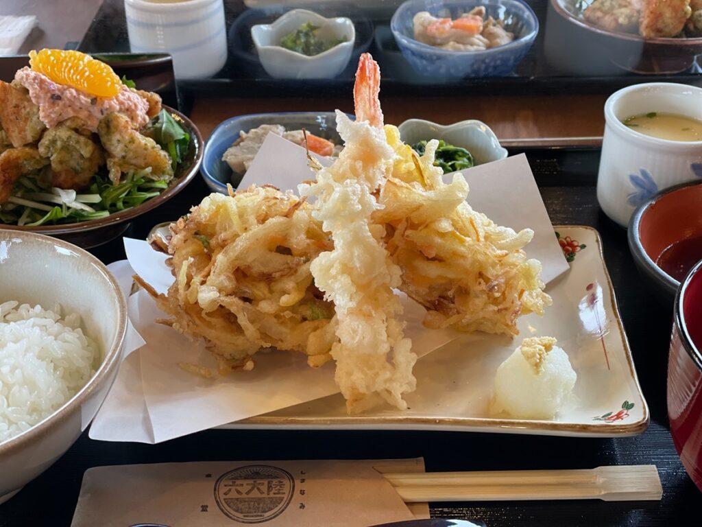 因島「六大陸」日替わり定食の天ぷら盛り合わせ